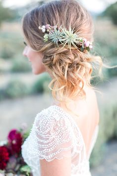 Wedding Hair Accessories - This Organic Jewel Tone Wedding Inspiration from Koman Photography features a burgundy bouquet and a gold bar cart. Side Ponytail Curls, Messy Updo, Messy Buns, Side Bun Updo, Side Curls, Side Braids, Half Updo, Bodas Boho Chic, Hair Inspiration