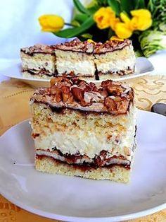 Wielu osobom, to ciasto jest znane jako Pychotka lub Pani Walewska. U nas w domu od lat jest to Ślicznotka. Jakby się zresztą nie nazyw...