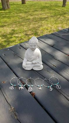 Set of 6 markers for wine glasses with turquoise howlite stone. Ohm: white jade Lotus Flower: alexandrite Buddha: rhodonite Elephant: onyx Tree of life: African jade White Jade, Alexandrite, Elephant, Yoga, Stone, Flowers, Silver, Jewelry, Markers
