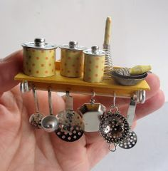 tutorial: miniature hanging kitchen utensils & whisk tutorial: miniature hanging k Miniature Kitchen, Miniature Crafts, Miniature Houses, Miniature Dolls, Modern Dollhouse Furniture, Barbie Furniture, Miniature Furniture, Dollhouse Tutorials, Diy Dollhouse
