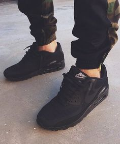 Nike, airmax, joggers | Raddest Looks On The Internet: http://www.raddestlooks.net #black #sneakers