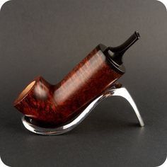 Dotterpipes - Domagoj Telisman - Handmade pipes Cool Weed Pipes, Nose Warmer, Briar Pipe, Wooden Pipe, Pipes And Cigars, Tobacco Pipes, Smoking Pipes, Crafts To Make, Craftsman