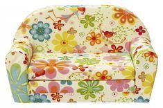 Sie suchen eine gemütliche Kuschelecke für Ihre Kleinen? Dann ist das Lucy Kindersofa das richtige. Mit dem fröhlichen Farben und dem Blumenfee Druck lädt das Kindersofa zum Kuscheln ein. Durch die runde Form und der weichen Schaumstoff Füllung ist es bequem und sicher zugleich. Noch mehr Platz bietet das Lucy Kindersofa wenn Sie die Sitzfläche ausziehen. Somit entsteht eine schöne Liegefläche von ca. 91 x 55 cm. Das Stellmaß beträgt B/H/T ca. 79 x 46 x 40 cm. Der Bezug besteht au...