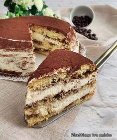 Torta al tiramisù con pan di spagna - RICETTA GOLOSA Cold Desserts, Mini Desserts, Cookie Desserts, Just Desserts, Delicious Desserts, Italian Pastries, Italian Desserts, Bolo Tiramisu, Baking Utensils