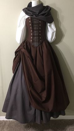 Outlander Lass - Fraser Clan Tartan Plaid Source by ideas drawing Renaissance Costume, Renaissance Dresses, Medieval Dress, Medieval Outfits, Medieval Fashion, Medieval Clothing, Historical Clothing, Gypsy Clothing, Steampunk Clothing