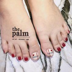 ‼️‼️‼️THU THAY LÁ THÌ EM THAY BỘ NAIL THUI ! CHỈ TỪ 100k ‼️‼️‼️ 🌸☘️🌹🍀🌷🌴🥀🌱🍁🌻🌵💐🌿🌺 Tuyển tập các mẫu hoa lá cành cho các xị em thay đổi hợp… Marble Nail Designs, Pretty Nail Designs, Pretty Nail Art, Toe Nail Designs, Simple Nail Designs, Daisy Nail Art, Daisy Nails, Cute Toe Nails, My Nails