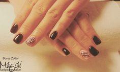 Dobjuk fel egy matricával a körmöd   www.magdiszepsegszalon.hu/kezeslabapolas  #nails #géllakk