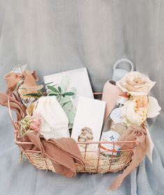 gifts basket El Chorro in Arizona is the Perfect Backdrop for this Wedding Inspo Thank You Baskets, Welcome Baskets, Gift Baskets For Women, Diy Gift Baskets, Christmas Gift Baskets, Gift Hampers, Christmas Gifts, Raffle Baskets, Basket Gift