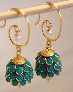 Dangler Earrings Jhumkas by shopAraish on Etsy, India Jewelry, Gold Jewelry, Jewelry Accessories, Fashion Accessories, Jewelry Design, Fashion Jewelry, Ethnic Jewelry, Bridal Jewelry, Indian Earrings