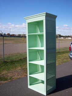 Cabinet/Shelf made from bi-folding doors Shabby cottage chic. Plastic Shutters, Diy Shutters, Bedroom Shutters, Repurposed Shutters, Furniture Projects, Diy Furniture, Furniture Vintage, Furniture Design, Linen Cabinets