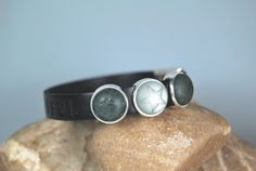 "Lederarmband schwarz  ""Black is beautiful..."" von DaiSign auf DaWanda.com"