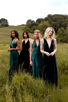Emerald Green Fall Bridesmaids Dresses Chic bridesmaids dresses you'll definitely want to wear again. Jenny Yoo's Fall 2019 bridal party collection is filled with mismatched long luxe gowns (that can be cut short for a more casual look post-wedding). Chic Bridesmaid Dresses, Dresses To Wear To A Wedding, Green Bridesmaids, Forrest Green Bridesmaid Dresses, Emerald Green Bridesmaid Dresses, Bridal Party Dresses, Winter Wedding Bridesmaids, Different Bridesmaid Dresses, Emerald Dresses