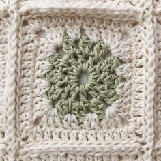 • SQUARE • Just looking at this square makes me calm • #crochet #crochetinspiration #crochetgirlgang #crochetconcupiscence #crochetersofinstagram #moderncrochet #modernmaker #makersgonnamake #makersmovement #craftastherapy #creativehappylife #makelightmakers #makelight #grannysquare #grannysquaresblanket #babyblanket #crochetblanket