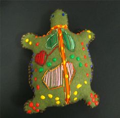 Mrs. Art Teacher!: x-ray style stuffies Australian Art For Kids, Aboriginal Art For Kids, Canvas Art Projects, Art Deco Bar, 6th Grade Art, Turtle Pattern, Puppet Crafts, Art Lessons Elementary, School Lessons