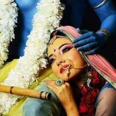 krishna will never leave the hands of his pure devotee Krishna Leela, Cute Krishna, Jai Shree Krishna, Radha Krishna Photo, Krishna Radha, Lord Krishna, Radha Rani, Radha Krishna Pictures, Krishna Photos