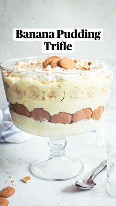 Trifle Bowl Recipes, Trifle Dish, Trifle Desserts, Trifle Recipe, Cold Desserts, Best Dessert Recipes, Easy Desserts, Sweet Recipes, Delicious Desserts
