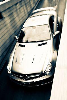 Mercedes squeezing through :) Mercedes Black, Mercedes Benz Amg, C 63 Amg, Maybach, Sweet Cars, Black Series, Amazing Cars, Hot Cars, Motor Car