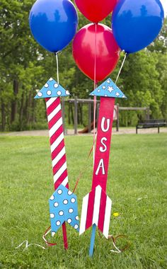 How to Make Patriotic Rocket Yard Ornaments - fourth of July crafts - 4th of July decoration ideas - outdoor decor ideas for independence day