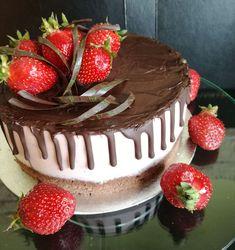 Hűsítő csokis epertorta - Love the Desserts! Tiramisu, Oreo, Fondant, Food Porn, Food And Drink, Birthday Cake, Ethnic Recipes, Google, Birthday Cakes