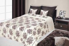 Narzuty na małe łóżko w kolorze kremowym z brązowym ornamentem