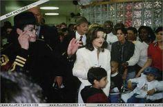 Various > Michael & Lisa Marie visit St Jude Children Hospital - michael-jackson Photo