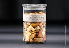 Емкость для хранения продуктов Bodum Presso, 2 л – это идеальный организатор на вашей кухне. С таким кухонным аксессуаром все сыпучие продукты будут стоять на своем месте.