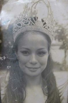 Gloria Diaz - Philippines - Miss Universe 1969 Philippines People, Miss Universe Philippines, Miss Philippines, Philippines Culture, Filipina Actress, Filipina Beauty, Traditional Filipino Tattoo, Miss Universe Swimsuit, Portrait