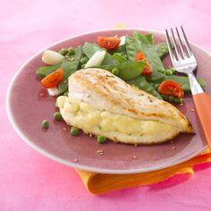 Blancs de poulet farcis et duo de pois. Plus de recettes sur : www.bridelight.fr/les-recettes #Bridelight