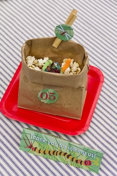 A bug themed boy& birthday tablescape from Dulce of Fun Favors for our Boy Bash on a Budget Challenge Birthday Favors, Boy Birthday Parties, Birthday Ideas, 7th Birthday, Snake Party, Kids Party Games, Party Entertainment, Diy Party Decorations, Dessert Table