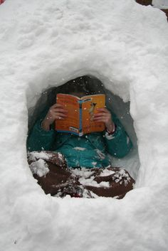 14 Photos of Cozy Reading Nooks We Want to Hunker Down in this Winter I Love Books, Books To Read, My Books, We Are The World, Lectures, Book Nooks, Reading Nooks, Love Reading, Reading People