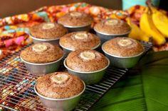 Steamed Banana Cupcakes (Apam Pisang) Banana Dessert, Banana Cupcakes, Yummy Cupcakes, Deep Fried Bananas, Grilled Bananas, Asian Pork Belly Recipes, Banana Fritters, Coconut Sauce, Tea Time Snacks