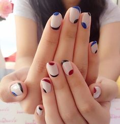 "If you're unfamiliar with nail trends and you hear the words ""coffin nails,"" what comes to mind? It's not nails with coffins drawn on them. It's long nails with a square tip, and the look has. Trendy Nail Art, Nail Art Diy, Cool Nail Art, Cute Nail Art Designs, New Nail Designs, Minimalist Nails, Nagellack Trends, Super Nails, Jamberry Nails"