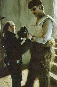 Post with 990409 views. behind the scenes photos of the Star Wars Trilogy Scene Photo, Movie Photo, Peter Mayhew, Princesa Leia, War Film, A New Hope, Carrie Fisher, Star Wars Episodes, Sci Fi Fantasy