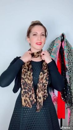 Ways To Tie Scarves, Ways To Wear A Scarf, How To Wear Scarves, How To Wear A Blanket Scarf, Fashion 90s, Look Fashion, Fashion Dresses, Fashion Scarves, Scarf Wearing Styles