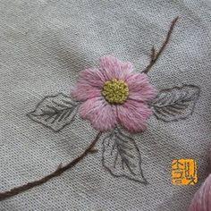 들장미 한 송이 #소금빛자수 #모사자수실 #리넨자수실 #자수재료 #손끝에서피는꽃과자수 #입체자수꽃나무열매 #자수레슨 #자수타그램 #서양자수 #프랑스자수 #유럽자수 #embroidery #needlework