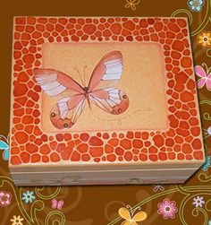Caixa com textura, decoupage e técnica jacarelado.  Box with texture, and decoupage technique jacarelado.