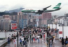 Bill ✔️ A Cathay Pacific, Boeing 747 on final approach into Kai Tak Airport. 九龍城砦 Kai Tak is no longer an operational airport, replaced by Chep Lap Kok in Bill Gibson-Patmore. Kowloon Walled City, Kai Tak Airport, Hong Kong People, Las Vegas Airport, Hongkong, Cathay Pacific, Belle Villa, Commercial Aircraft, Boeing 747
