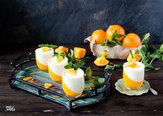Una sencilla receta, presentada de una forma vistosa. Panacota de nata y gelatina de naranja. Panna Cotta, Ethnic Recipes, Shape, Orange Jello, Custard, Cooking Recipes, Spoons, Mint, Dulce De Leche