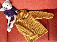 #coat #toddler Vraag mij, ik brei   #tegendonatie #NAH #breiNwerk #breien  #knitting #kinderkleding #kidswear #homemade #withlove #knitwear  #nietaangeborenhersenletsel #knittersofpinterest #nahproject #breipatroon #breieninopdracht #wol #wool #naturalmaterials Instagram @brei_n_werk