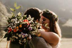 😍 Sunset is king⠀ Diese Fotos sind zwischen Hauptspeise und Dessert entstanden. Wir hatten ungefähr 20 Minuten Zeit und sind schnell zum Sonnenuntergang ins Auto gesprungen. Die Gäste haben grossteils nicht mal bemerkt das wir weg waren - die waren noch am Essen. Denkt drüber nach ob euch solche Fotos nicht auch Wert wären mal kurz zu verschwinden.⠀ .⠀ .⠀ .⠀ .⠀ .⠀ .⠀ .⠀ #weddingphotography #wedding #bridetobe #instabräute⠀ #belovedstoriesdate #coupleshoot #wayupnorth… Couple Photos, Couples, Instagram, Pictures, Sunset, Essen, Couple Shots, Couple Photography, Couple