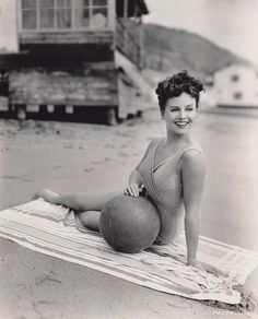 Paulette Goddard on the beach in 1943. #vintage #1940s #summer #actresses