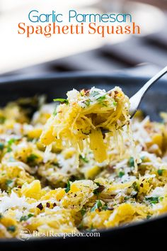 Easy recipe for spaghetti squash with garlic and parmesan. This is the best spaghettis quash recipe that kids will love and it& low carb spaghetti squash Vegetable Side Dishes, Vegetable Recipes, Vegetarian Recipes, Cooking Recipes, Healthy Recipes, Diabetic Recipes, Easy Recipes, Healthy Chili, Cooking Games