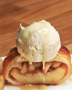 Tarte aux pommes au four Dumplings Apple Desserts, Apple Recipes, Just Desserts, Sweet Recipes, Delicious Desserts, Apple Pie Dumplings, Buzzfeed Tasty, Puff Pastry Recipes, Eat Dessert First