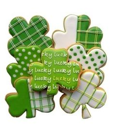 Cute St. Patty's day cookie decorating design ideas by winifred Pinned By: #TheCookieCutterCompany www.cookiecuttercompany.com #shamrock #cookie #decorating #idea