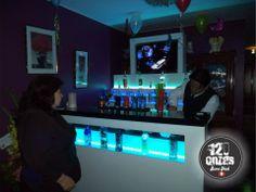 Barra de bar con iluminacion led y tv