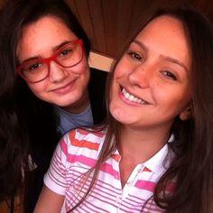 Hoje deu tudo errado no Periscope  aí resolvi fazer uma selfie com minha irmã  pq fiquei de cara amarrada haha não sei se foi a internet ou o meu calular mas tentarei novamente. Me encontre AO VIVO hoje por volta das 21:40 NO Periscope: @Djulye ou procure por Djulye Annie  #Periscope #Saúde