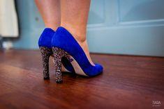 ACCESSOIRE : Des chaussures de star bleues à talons pailletés #accessoire #chaussures #paillettes