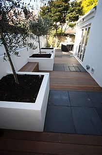 Enhance the garden and exterior with luxurious paving stones, patio stones, paving slabs and many other natural stone paving exclusively from London Stone. Modern Landscaping, Backyard Landscaping, Back Gardens, Outdoor Gardens, Slate Paving, English Garden Design, Minimalist Garden, Garden Architecture, Architecture Design