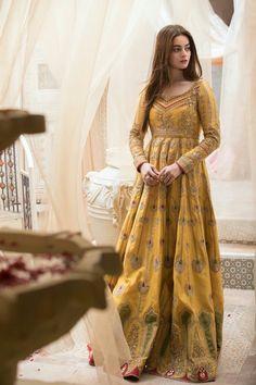Asian Bridal Dresses, Simple Pakistani Dresses, Pakistani Fashion Casual, Pakistani Wedding Outfits, Wedding Dresses For Girls, Pakistani Dress Design, Party Wear Dresses, Pakistani Mehndi, Mehendi