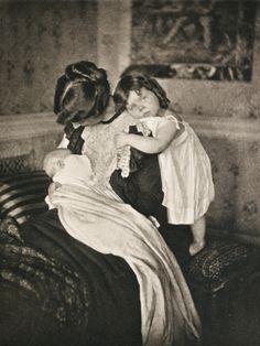Mutterglückby Gertrude Käsebier, 1903